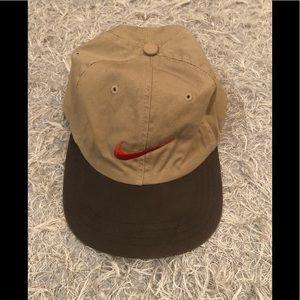 Nike mans hat khaki and brown. EUC